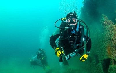 diver faces charges in dive buddy's death